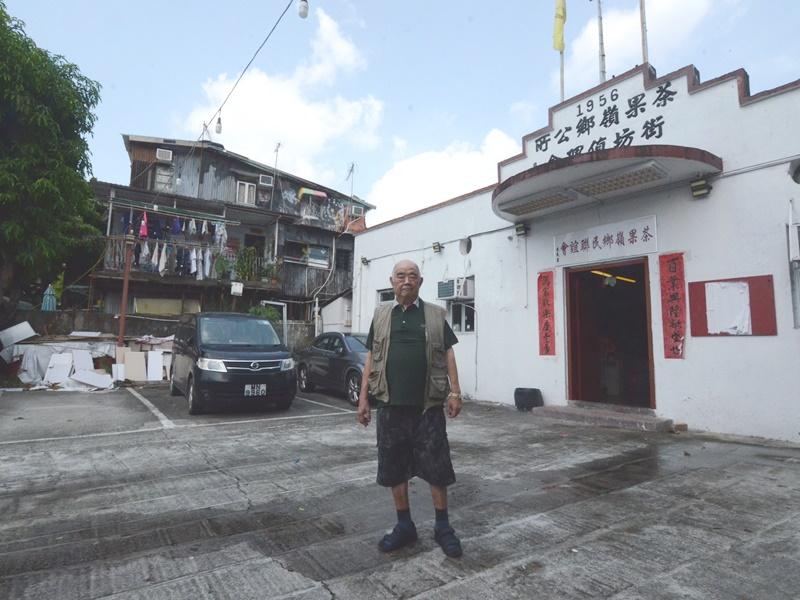 茶果嶺村長邱東九代植根茶果嶺,對昔日歷史點滴如數家珍。