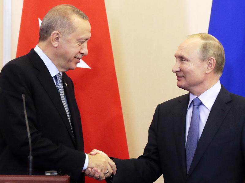 土耳其總統埃爾多安在俄羅斯索契與總統普京會面,達成協議六天內把庫爾德武裝部隊,撤至距離土耳其邊境30公里。AP