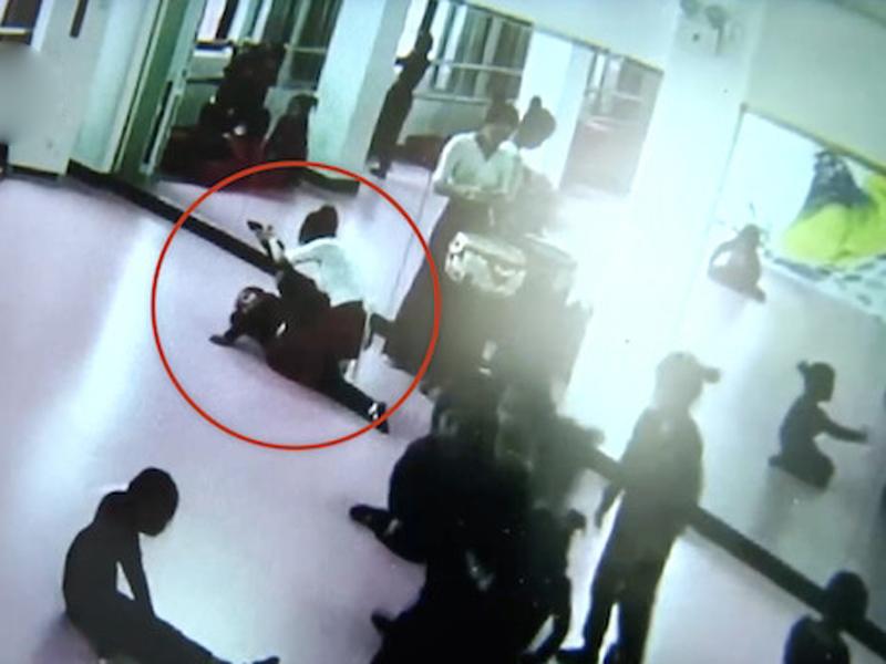 補習班老師強行壓腿,6歲女童全身癱瘓。 (網圖)