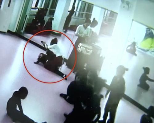 舞蹈老師助練一字馬「強行壓腿」6歲女慘變癱