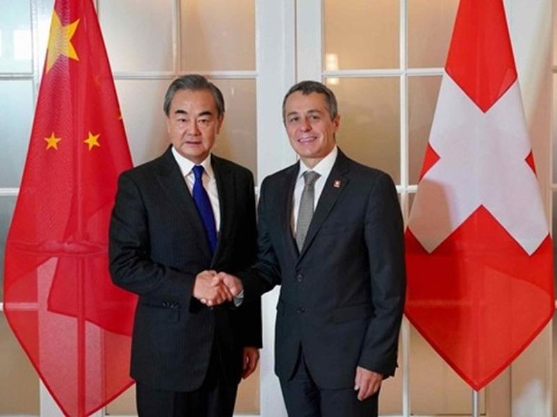 國務委員兼外長王毅與瑞士外長卡西斯,在瑞士伯恩共同主持中瑞第二輪外長級戰略對話。(網圖)