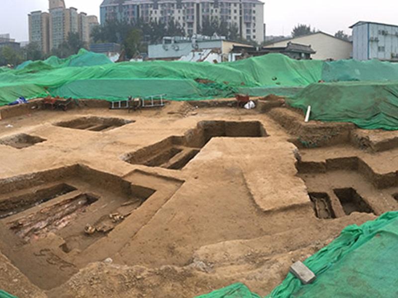 北京地鐵站附近再發現古墓。網圖