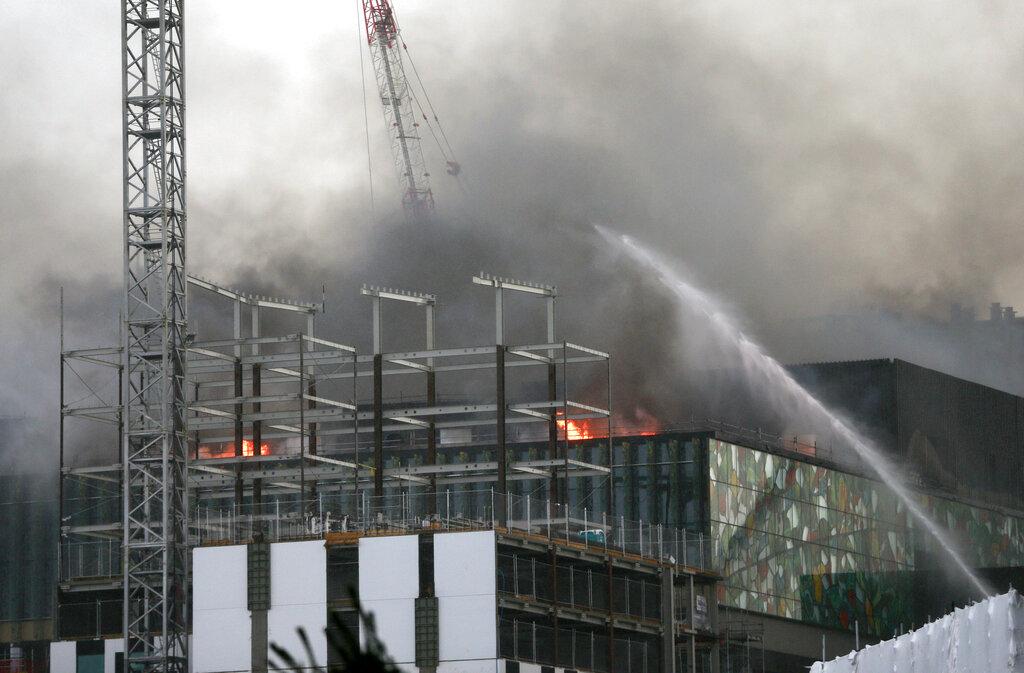 紐西蘭奧克蘭市興建中的會議中心起火。AP