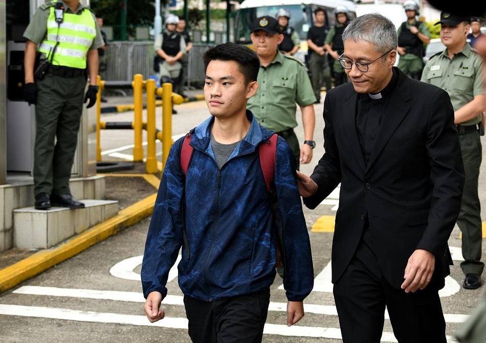 管浩鳴今早迎接陳同佳出獄。