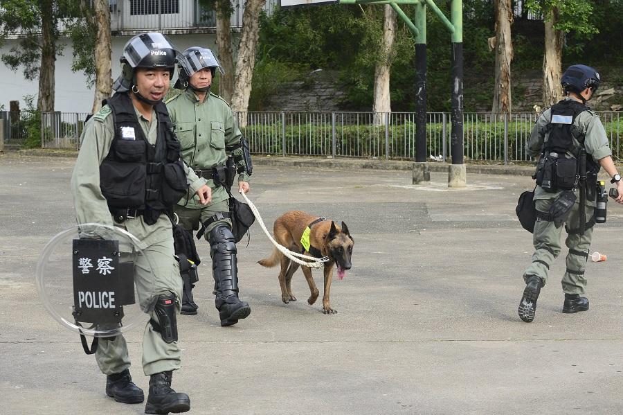 警方在示威中出動警犬。資料圖片