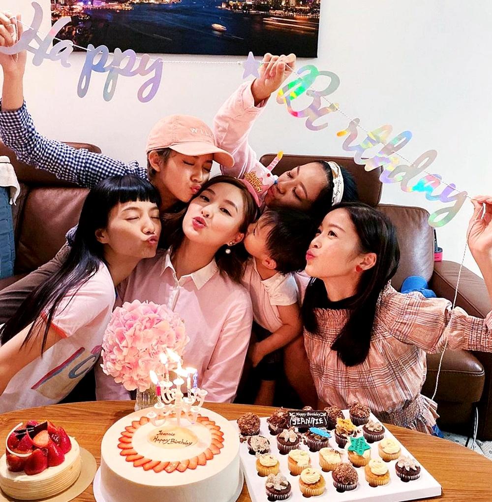 陳瀅同幾位閨密慶祝生日。