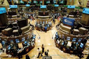 美股走勢反覆 杜指收升45點報26833