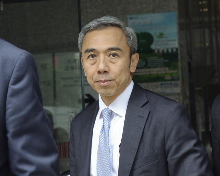 馮永業今被押送到高院申請保釋。