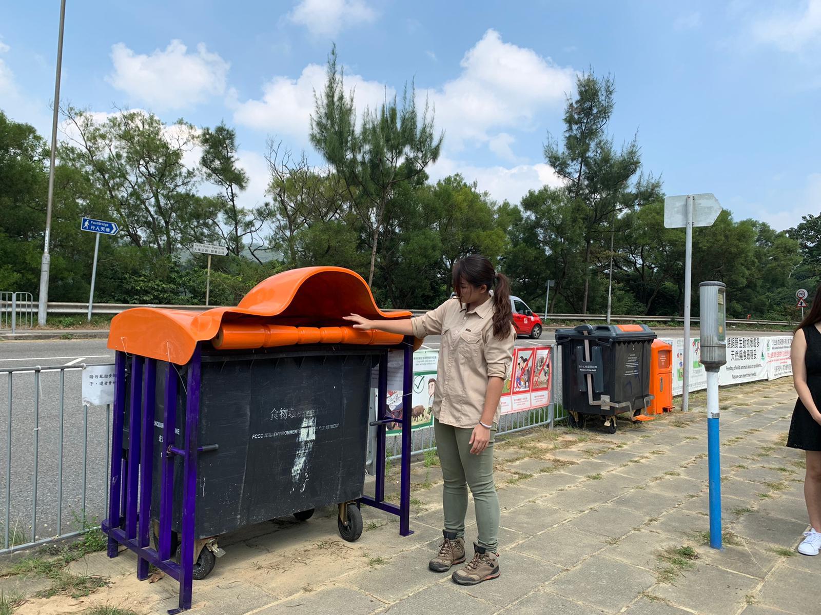 防野豬垃圾桶。