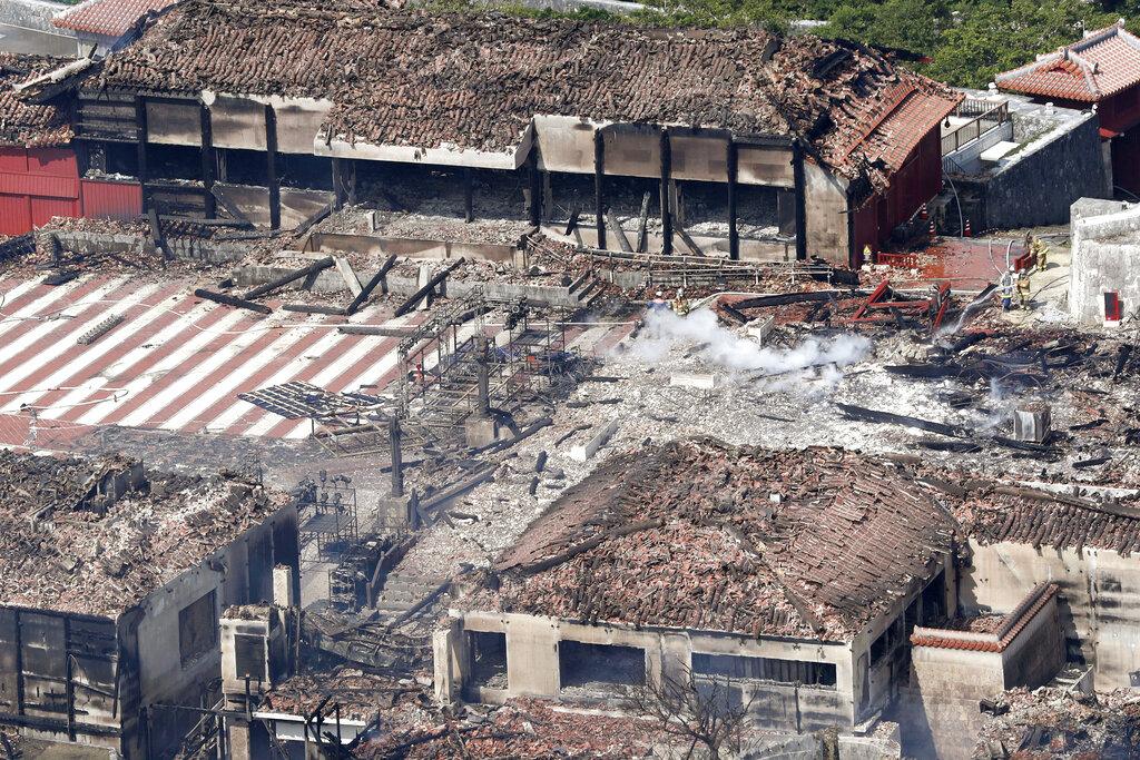 沖繩首里城二戰期間曾被美軍炮擊燒毀,於1992年成功修復,如今又再次燒成灰土。 AP