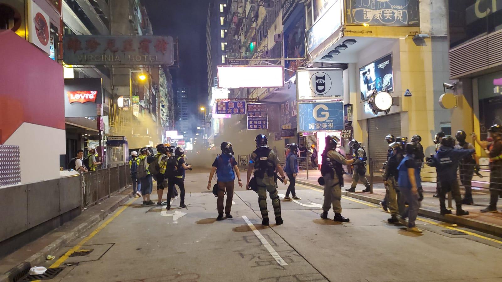 【修例風波】示威者投擲汽油彈 警方斥暴徒阻救火社會不容