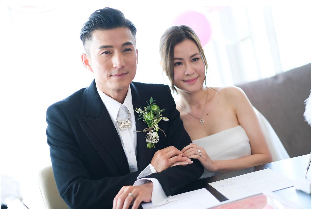 43歲的陳山聰今日跟拍拖五年的圈外女友結婚。