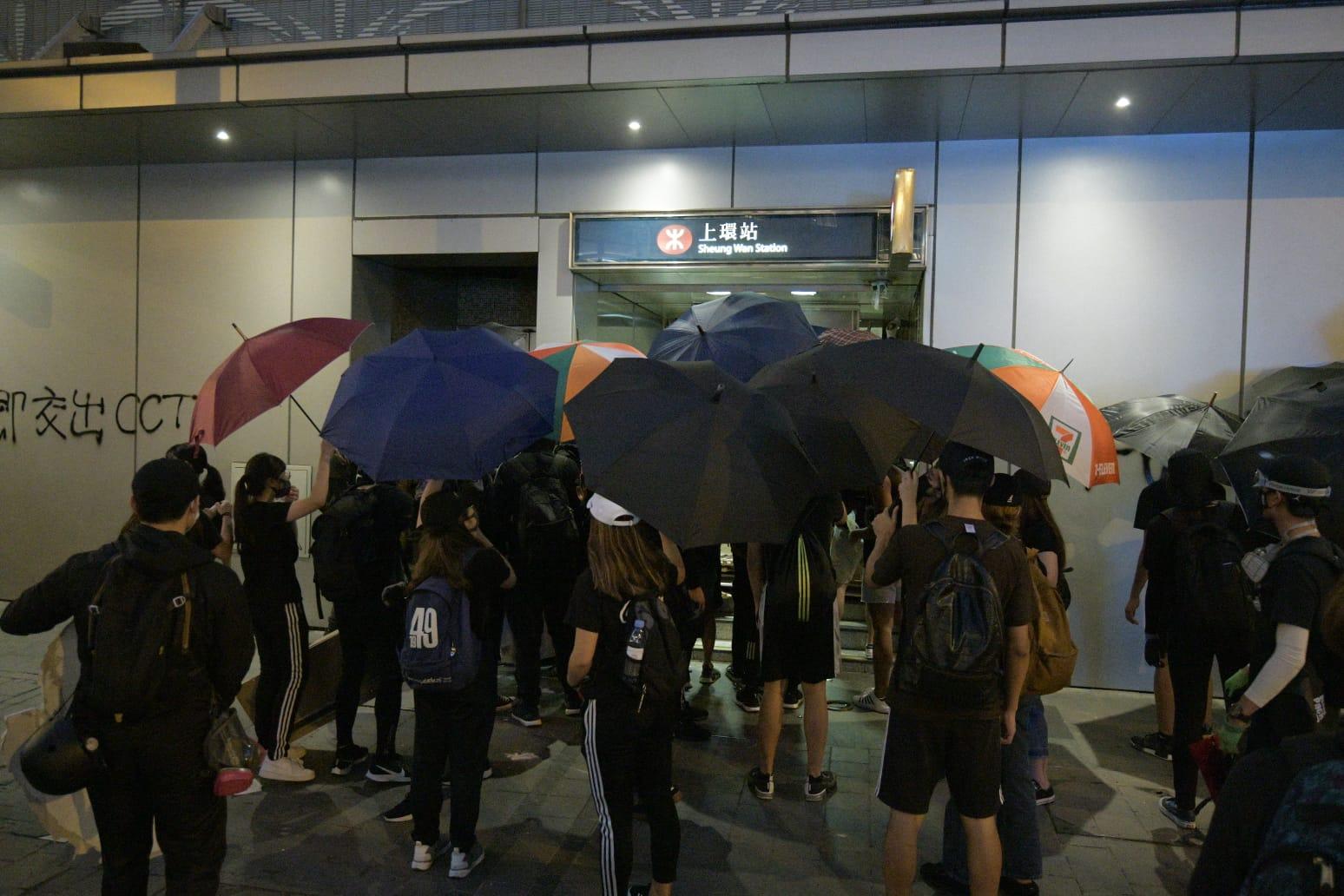 【修例風波】示威者搗亂中環銀行快餐店 警推進至上環