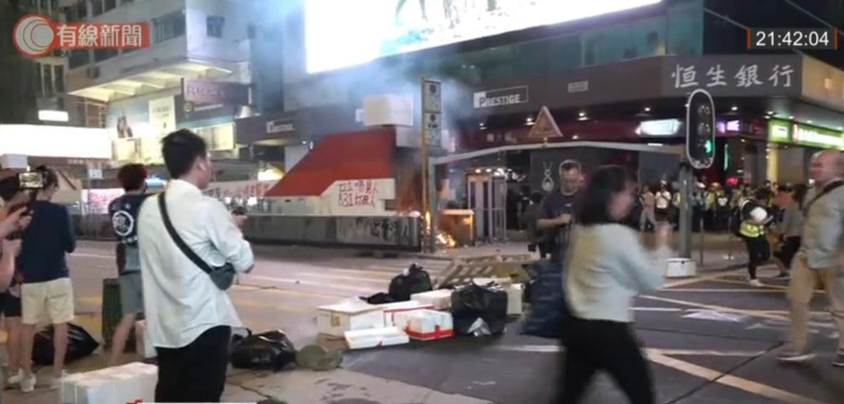 旺角站出入口起火。有線新聞