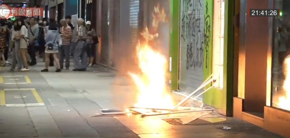 華潤堂被投擲汽油彈。有線新聞截圖