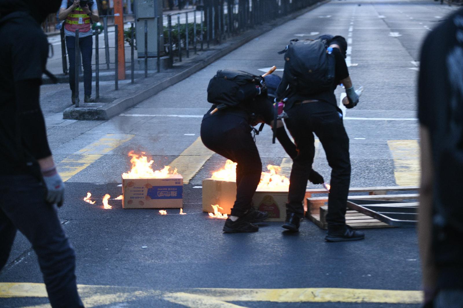 本港再度爆發大規模衝突。