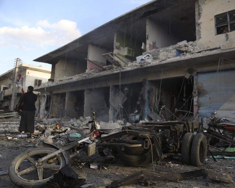 敘利亞東北部邊境城鎮泰勒艾卜耶德遭汽車炸彈爆炸襲擊。AP