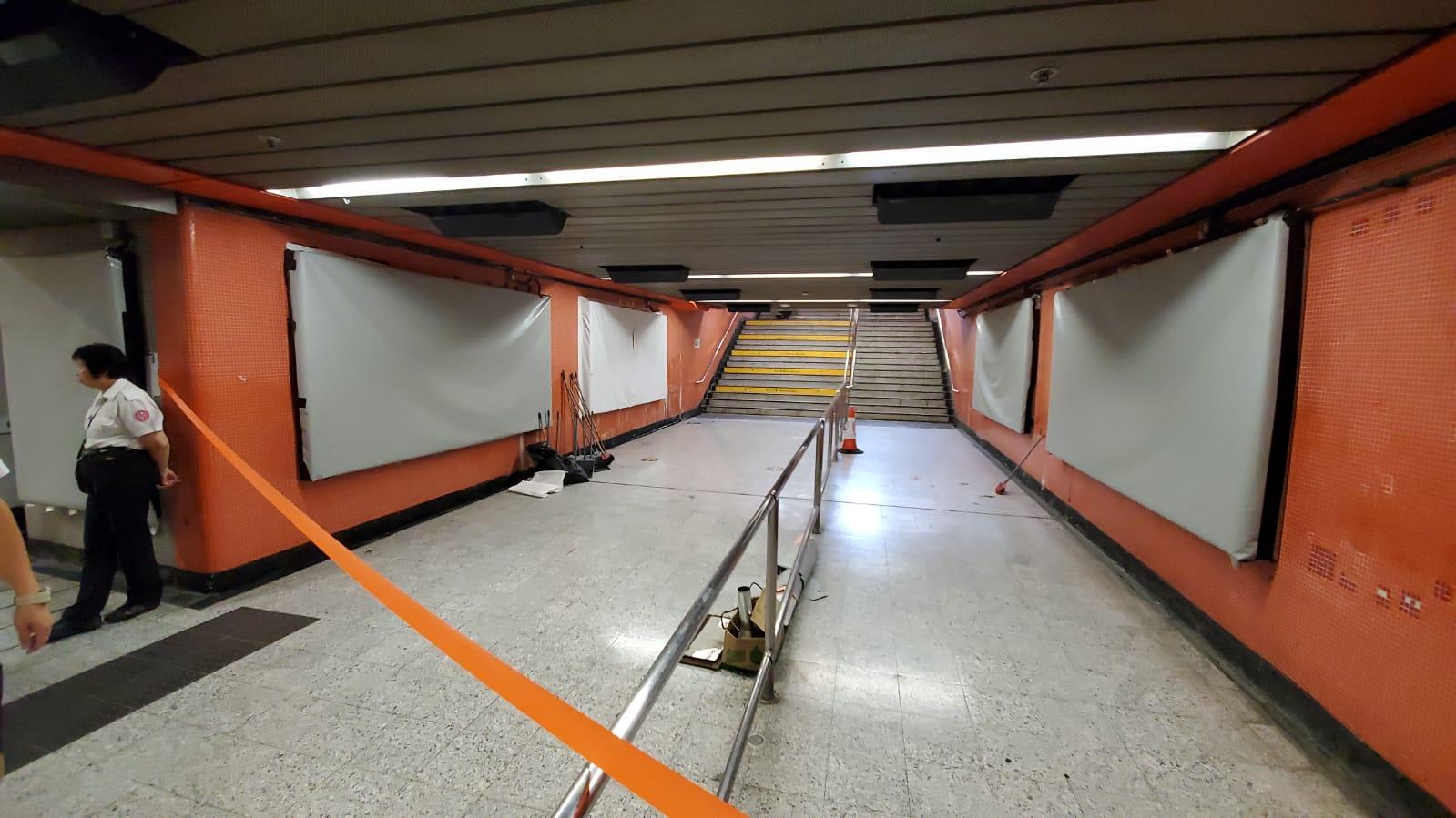 【修例風波】旺角站遭破壞 滿塗鴉出入口燒焦