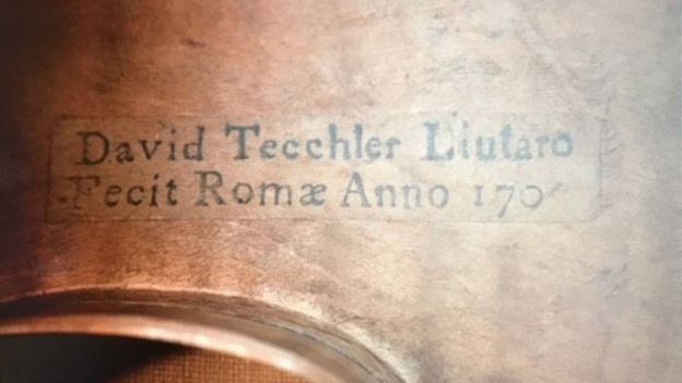 這把小提琴是小提琴大師泰赫勒在1709年年打造的,目前世上僅存幾把。 網圖
