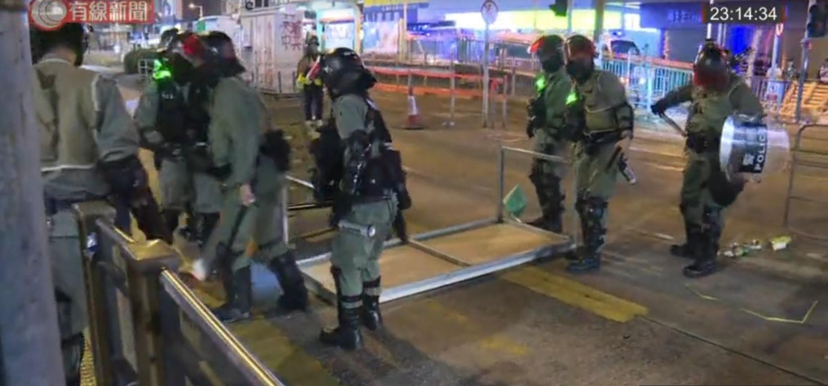 防暴警察元朗戒備。有線新聞截圖