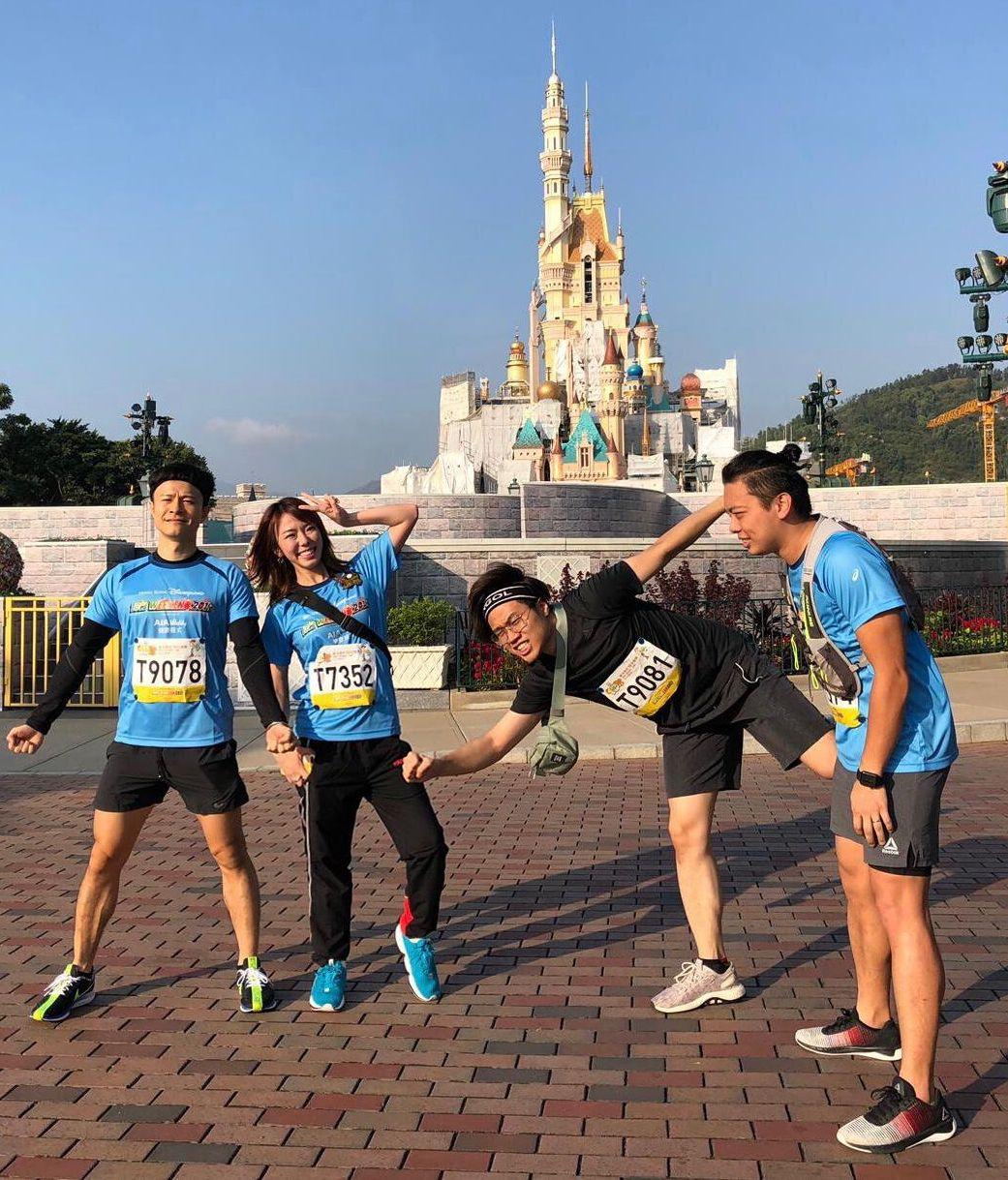 J.Arie與安仔(左1)、李拾壹(右2)和Van Chan(右1)開心合照。