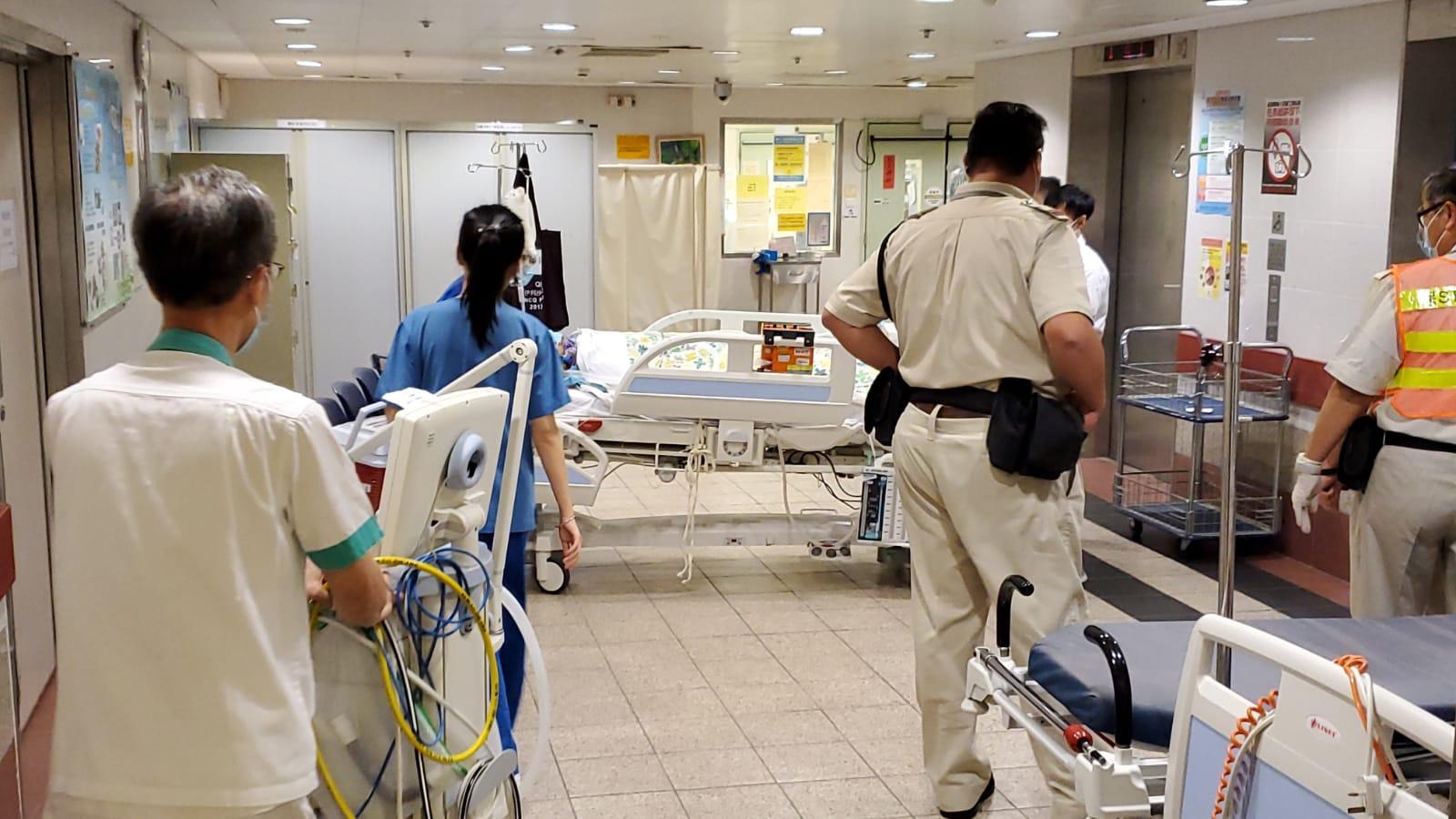 科大生失足墮下1層樓的停車場,在伊利伯醫院搶救。