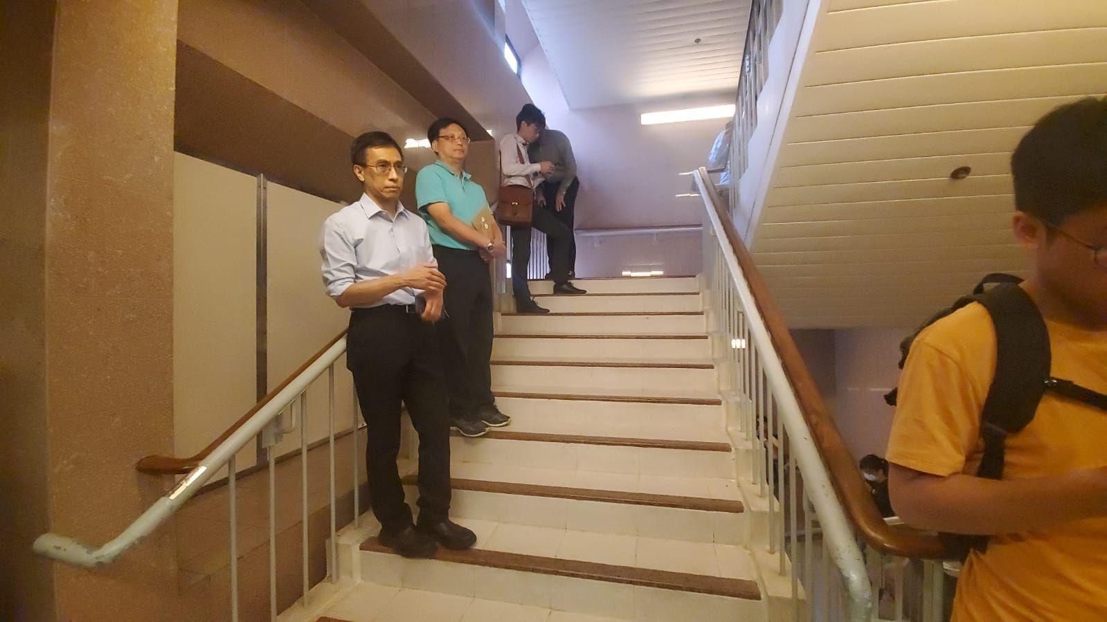 多名科大教職員及學生到場守候。