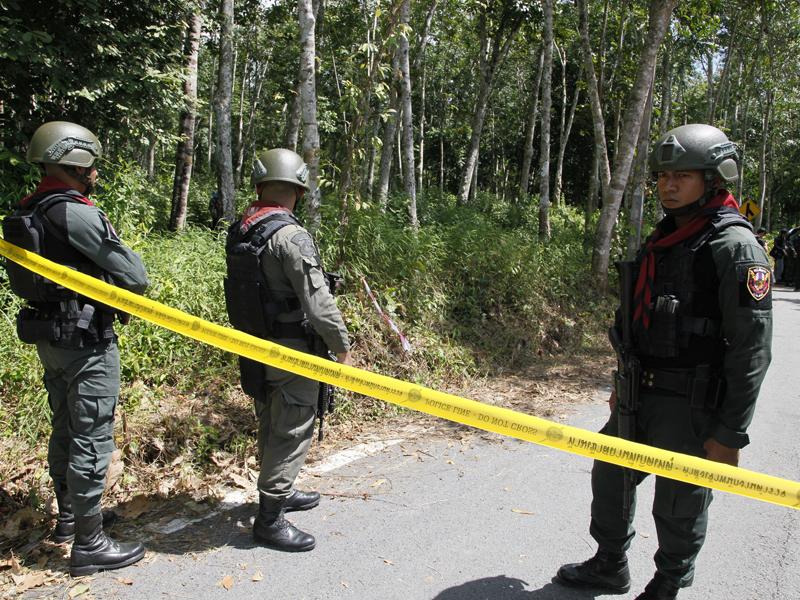 泰國南部一處安全檢查站遭到襲擊,槍擊事件導致至少15人死亡。AP