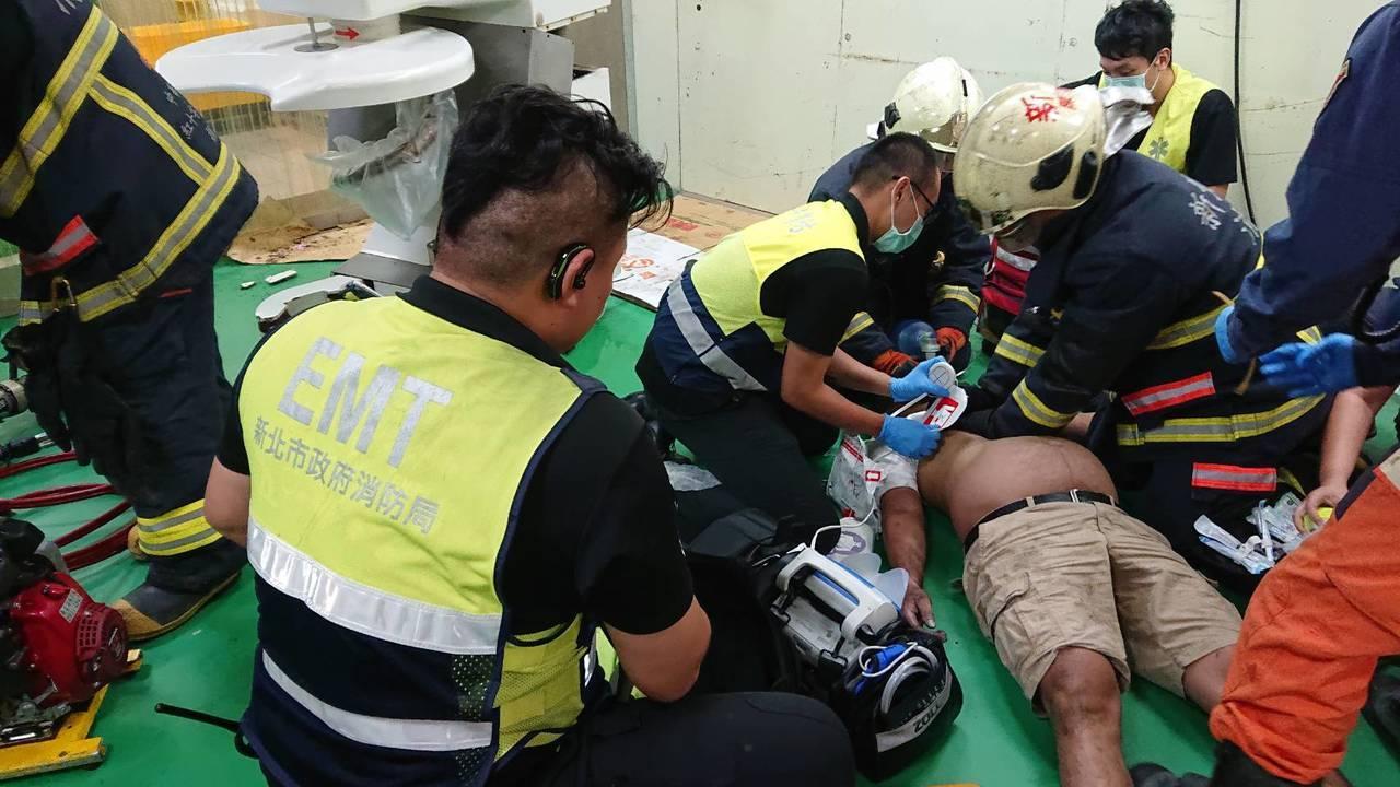 男子獲救時已經陷入昏迷。網上圖片
