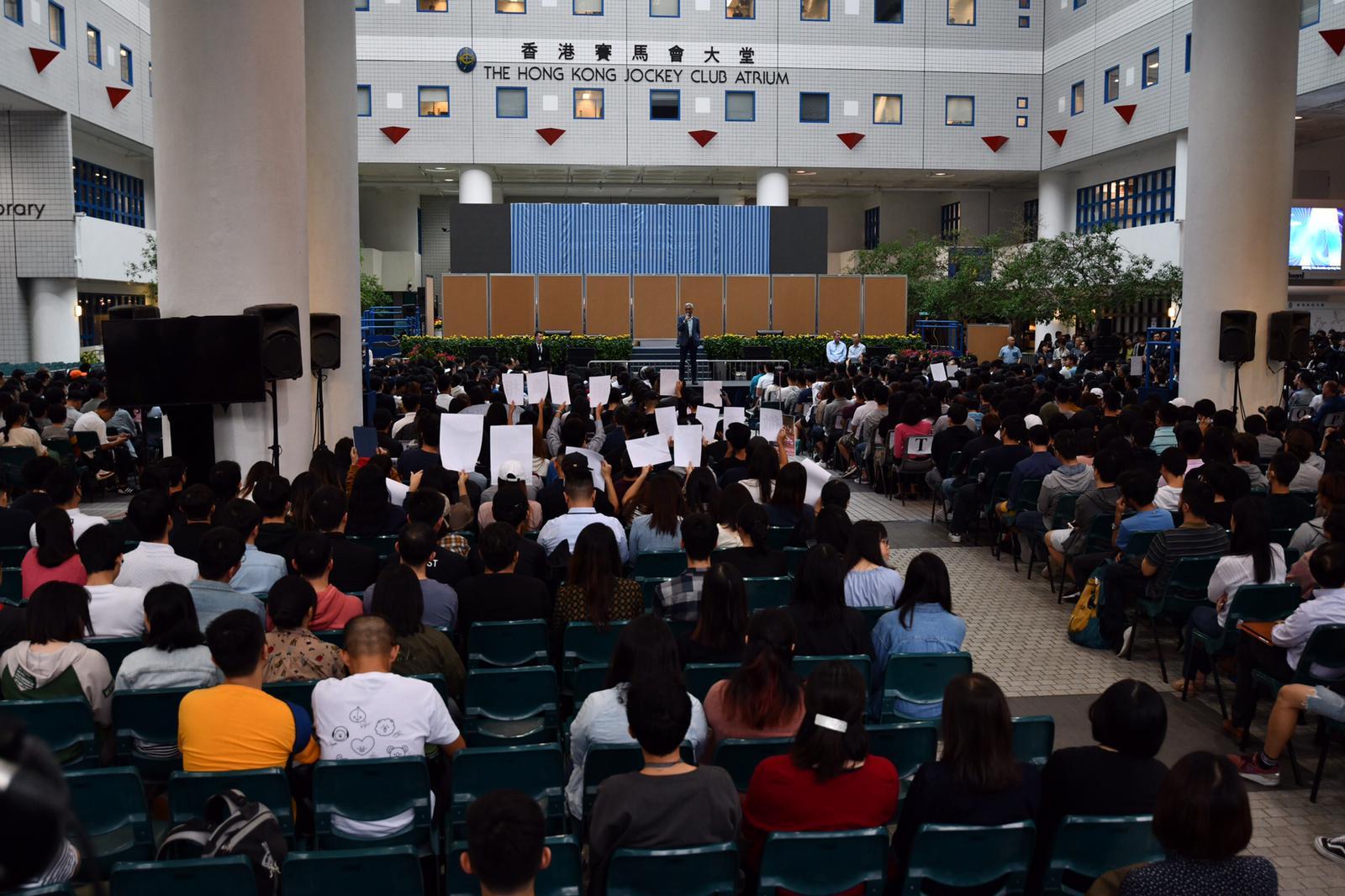 科大下午舉行公開論壇,邀請師生及員工出席,與校長史維對話。
