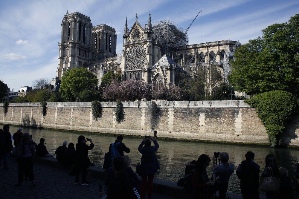 法國巴黎聖母院發生大火損毀嚴重。AP圖片