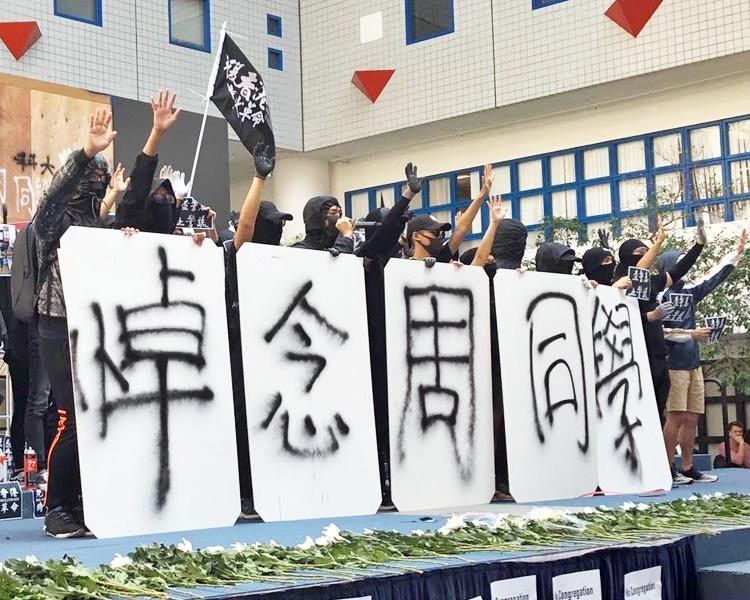 有學生呼籲下周一起罷課一星期。
