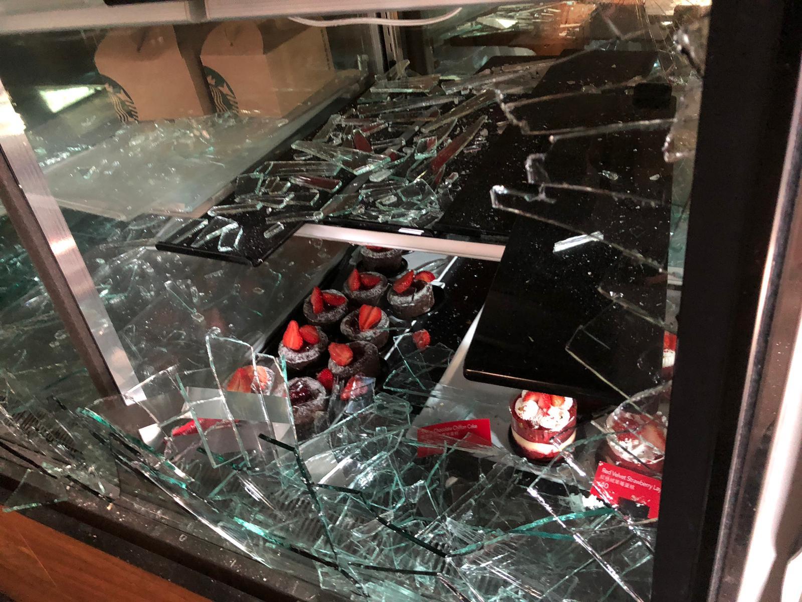 科大內的美心集團學生餐廳被破壞。