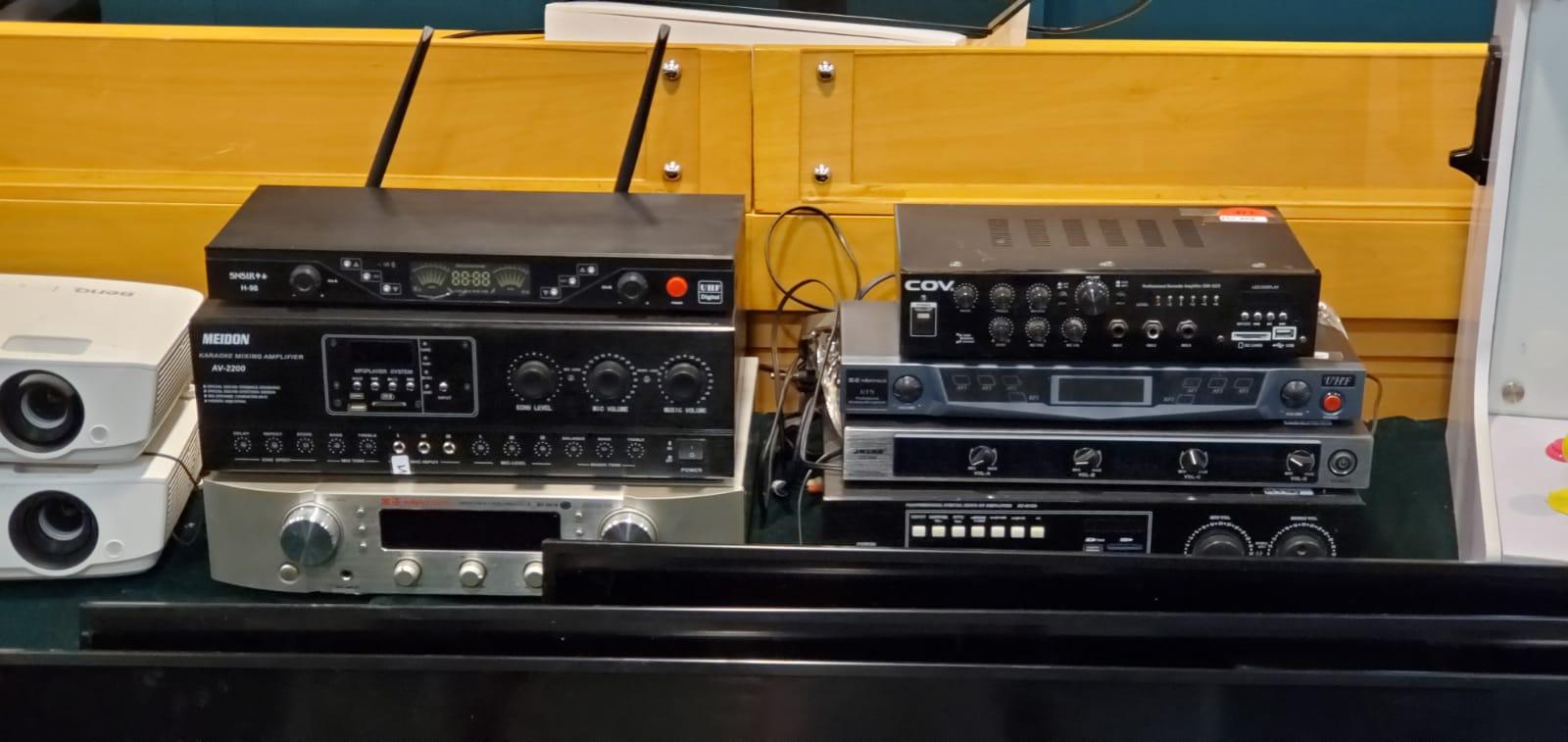 海關檢獲2部載有懷疑侵權歌曲的伺服器電腦、28套用作播放懷疑侵權歌曲的卡拉OK播放系統及6套載有懷疑盜版電子遊戲的遊戲機套裝,估計市值約46萬元。