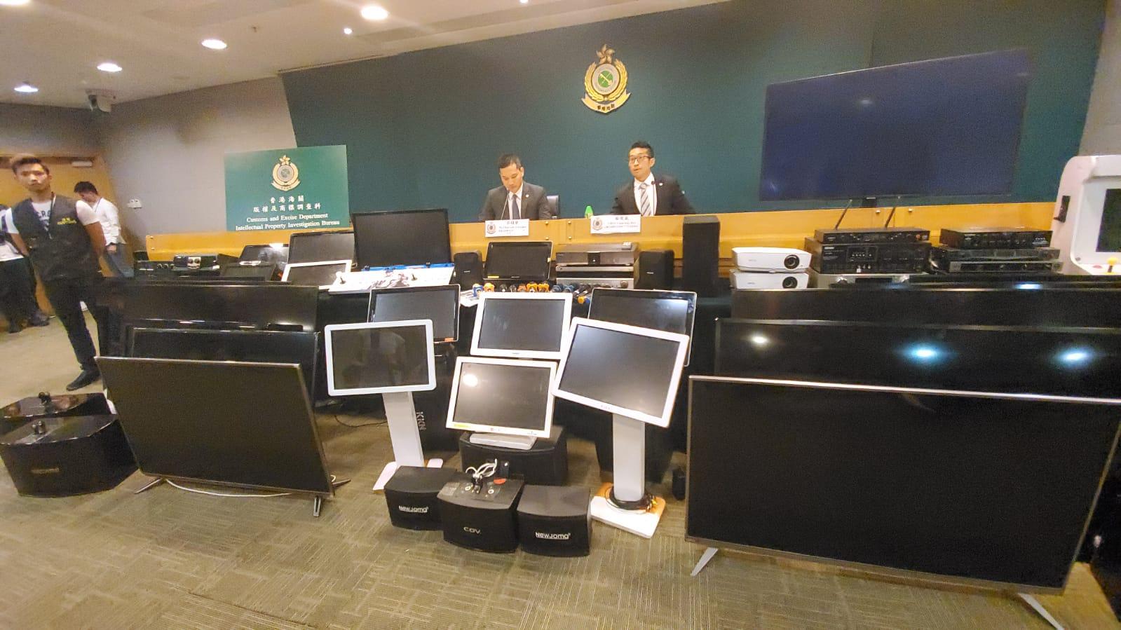 海關首次偵破在派對房間涉管有侵權物品作業務用途。