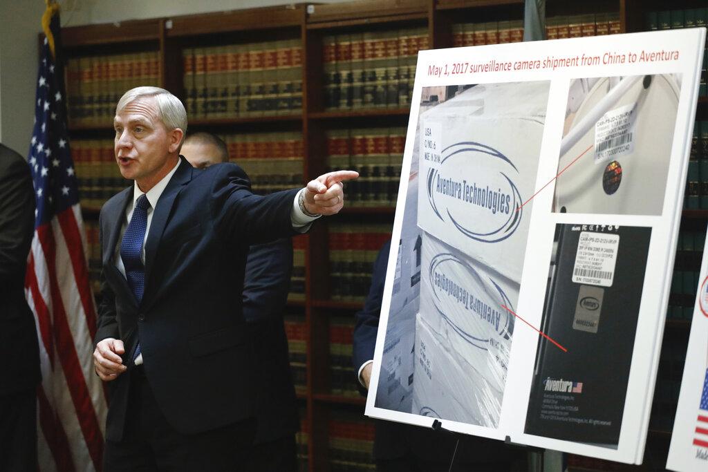 多諾霍在布魯克林的聯邦地區法院公布對他們的指控。AP