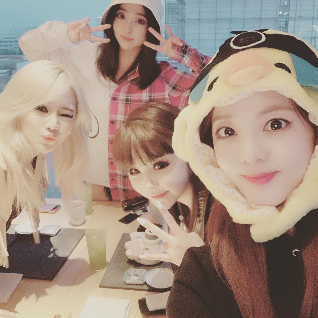 今年5月,CL、敏智、朴春和Dara私下聚會賀2NE1成軍10周年。(ig圖片)