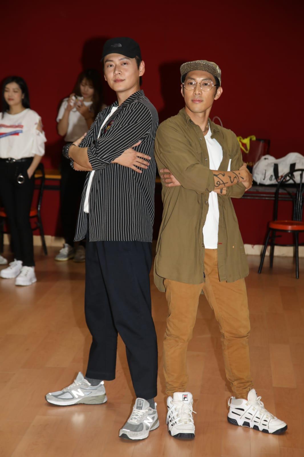 麥秋成與張振朗為台慶排舞。