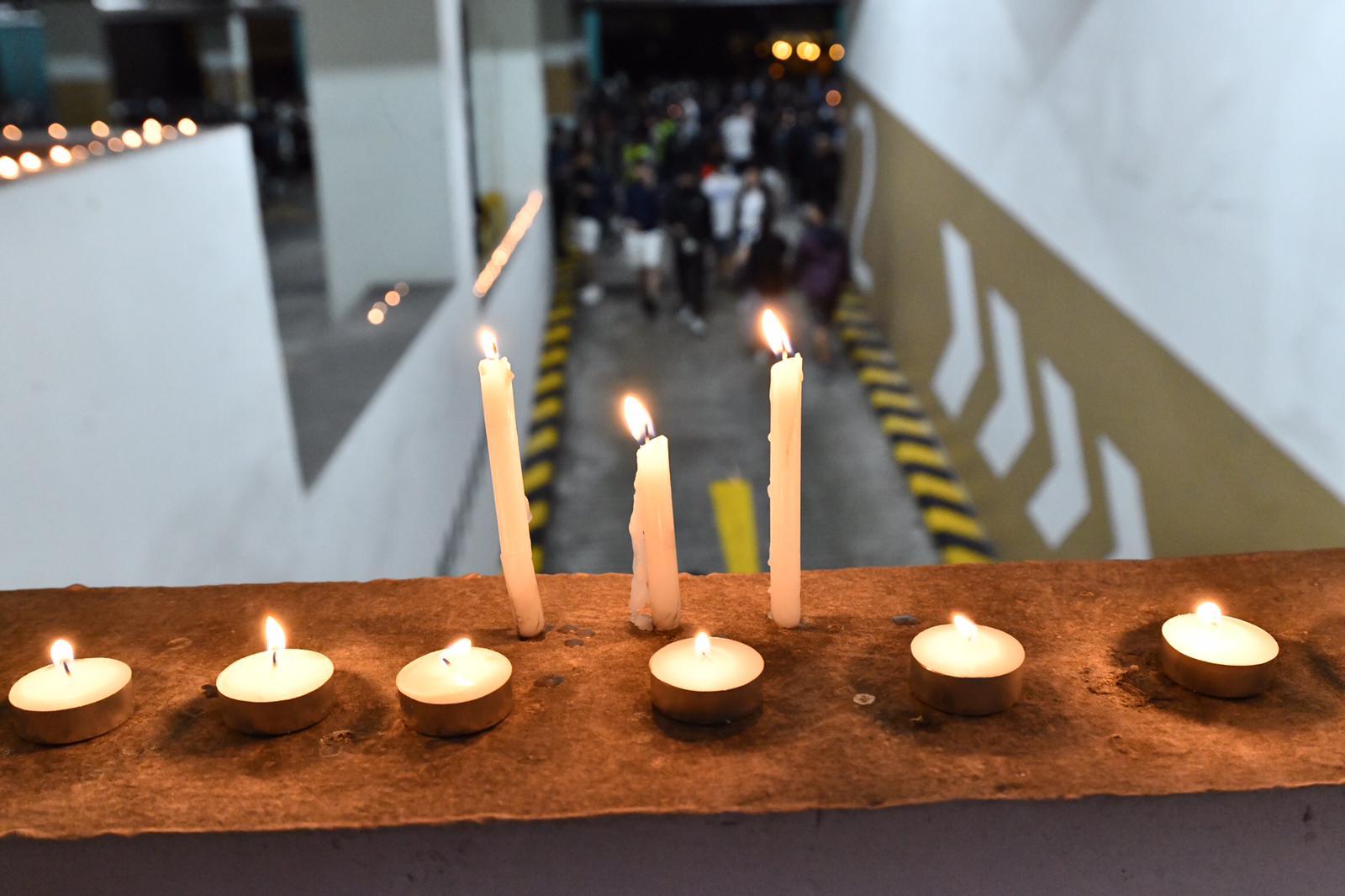 大批市民到場悼念。