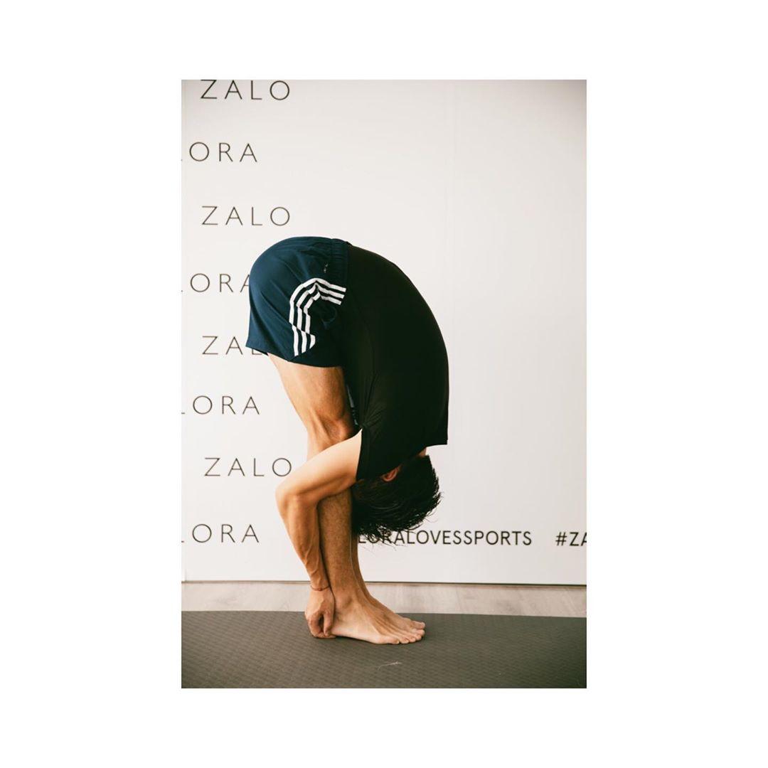 林德信瑜伽功夫好厲害可以摺埋自己。