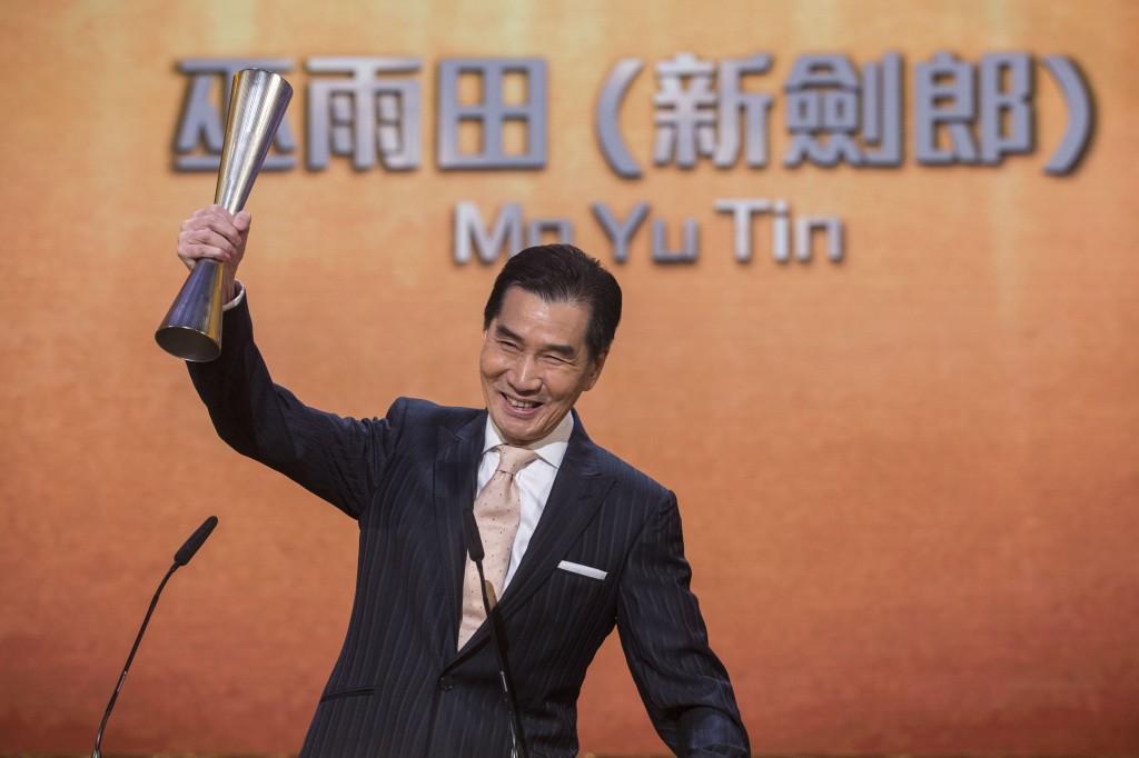 新劍郎獲藝發局2018藝術發展獎(戲曲),以表揚他對業界的貢獻。受訪者提供