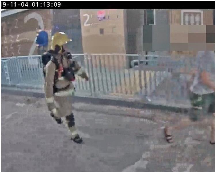 領展今日發放的片段見到,消防員於當日凌晨1時13分行經停車場2樓。