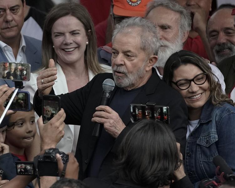 盧拉離開監獄前對支持者發表了20分鐘講話。