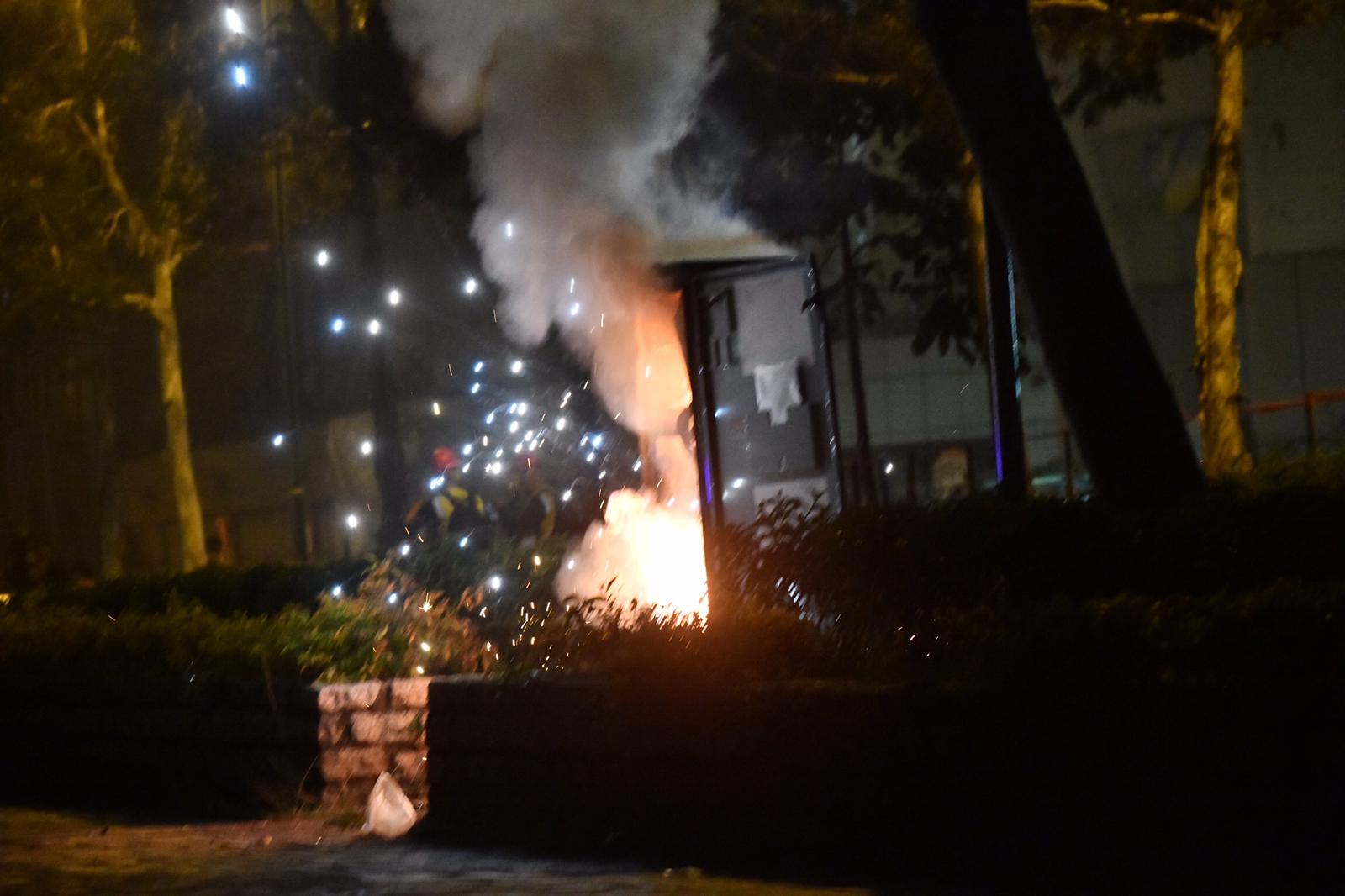 電箱被縱火焚燒後爆炸。