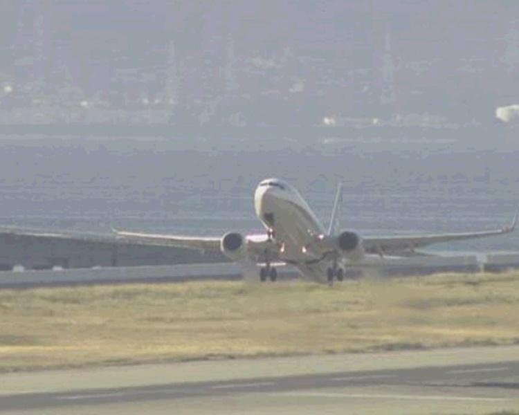 西機場再因無人機闖入需關閉跑道逾1小時。NHK