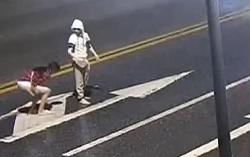 廣州情侶走到馬路中間大聲吵鬧。CCTV片段