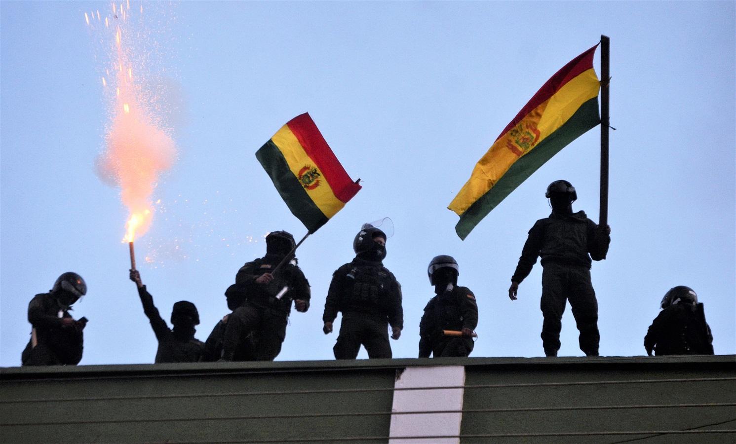 玻利維亞有警員叛變。AP