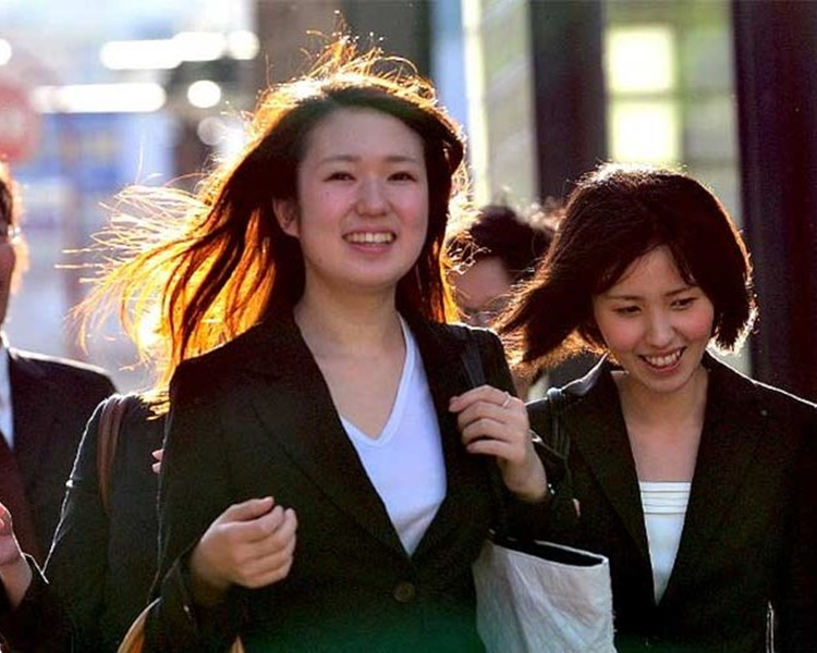 日本女性在职场有不少潜规则。