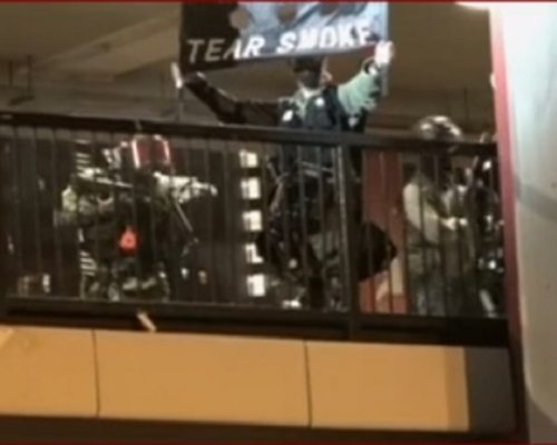 【修例風波】示威者投擲物品 警察大埔放催淚彈驅散