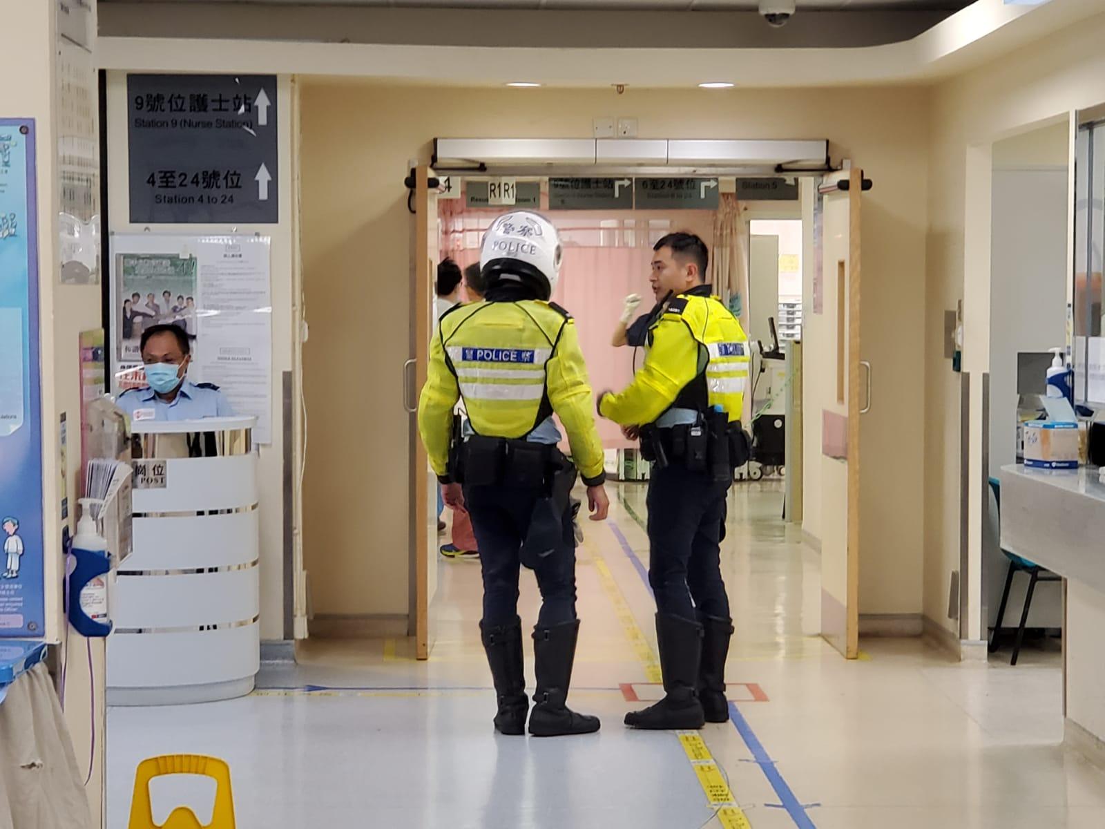 病房外有警員駐守。